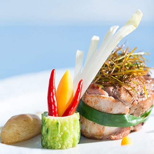 CALEDONIAN-SKY-ONBOARD-SERVICES-dining