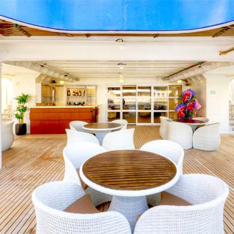 CORAL DISCOVERER outer deck lounge bar