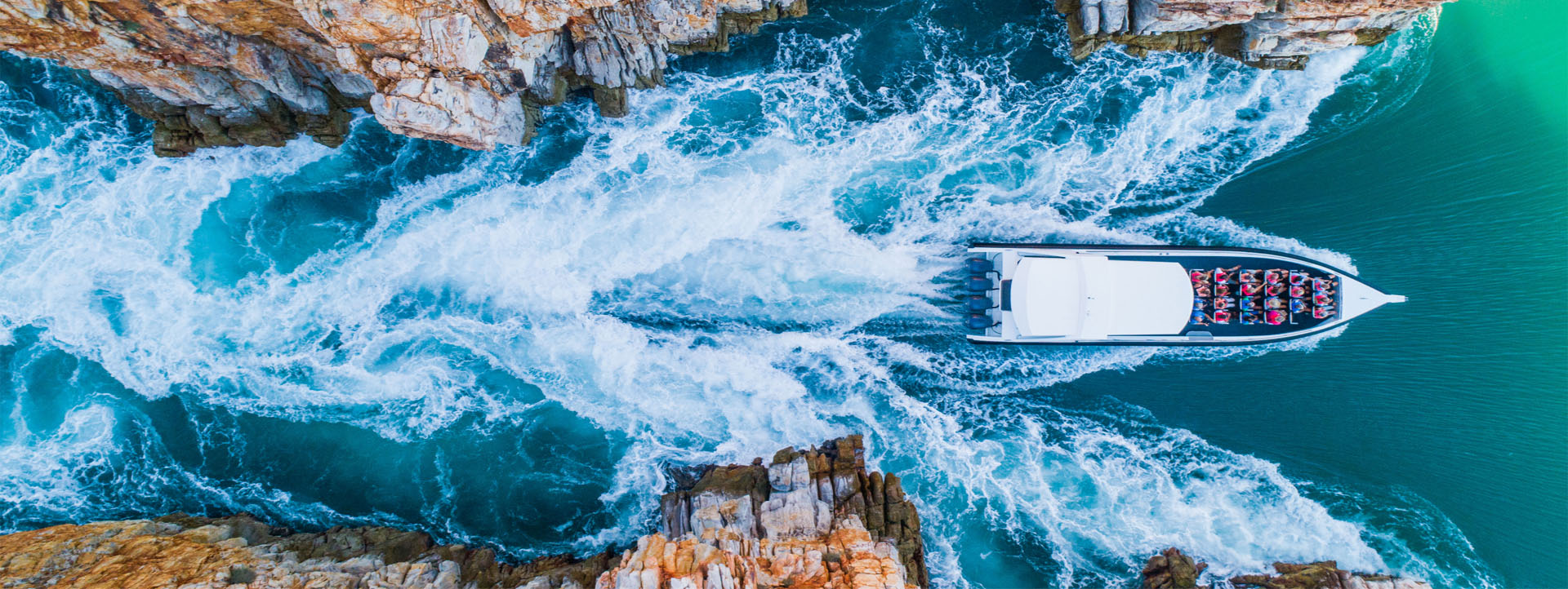 HORIZONTAL FALLS FLIGHTS boat going through gap image