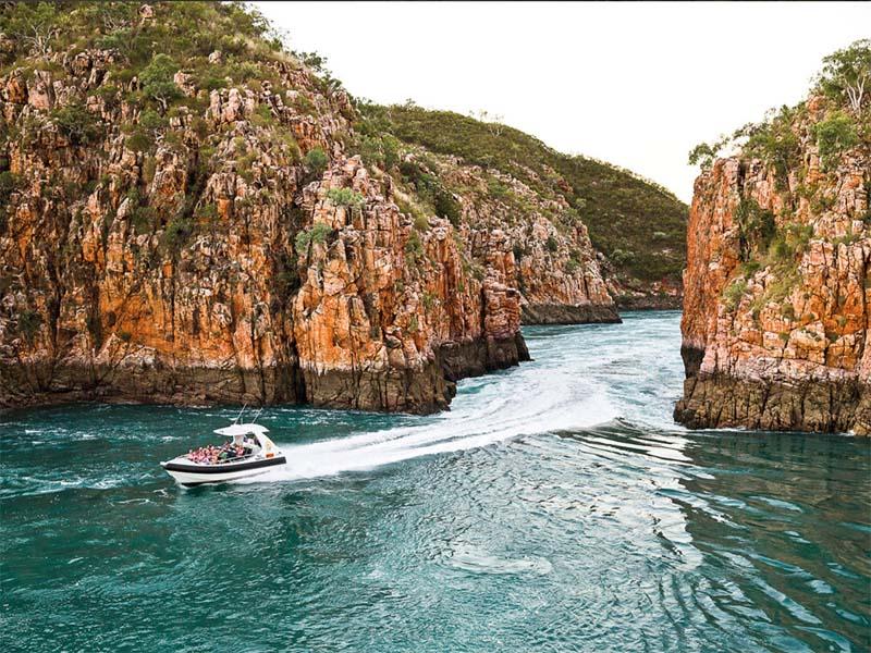 HORIZONTAL FALLS boat tour passengers calm
