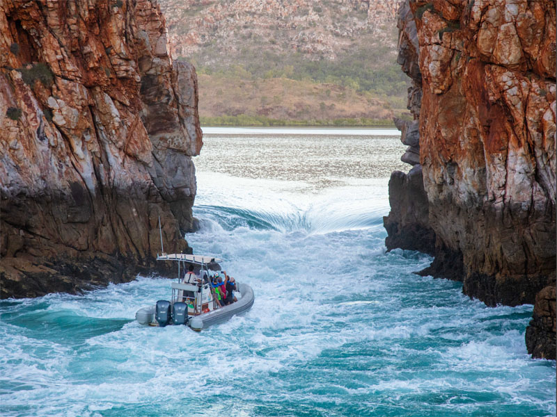 HORIZONTAL FALLS fast boat approach image