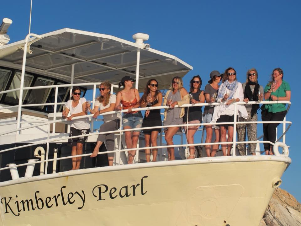 KIMBERLEY-PEARL-guests-on-bow
